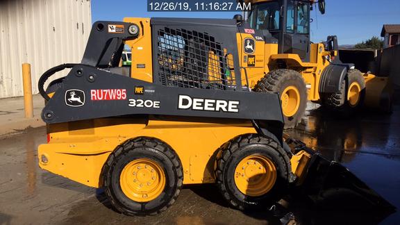 2017 John Deere 320E