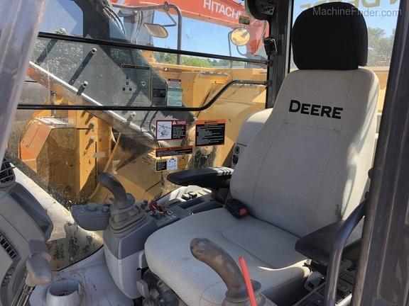 2015 John Deere 245G