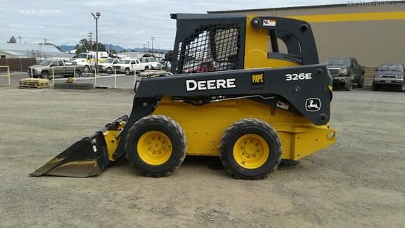 2015 John Deere 326E