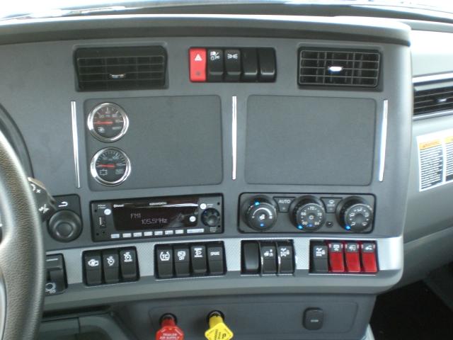2022 Kenworth W990