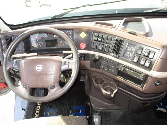 2015 Volvo VNL680