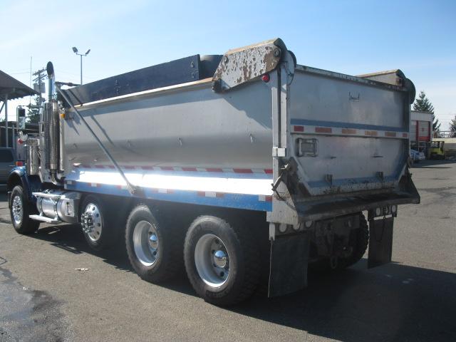 2007 Freightliner FLD120