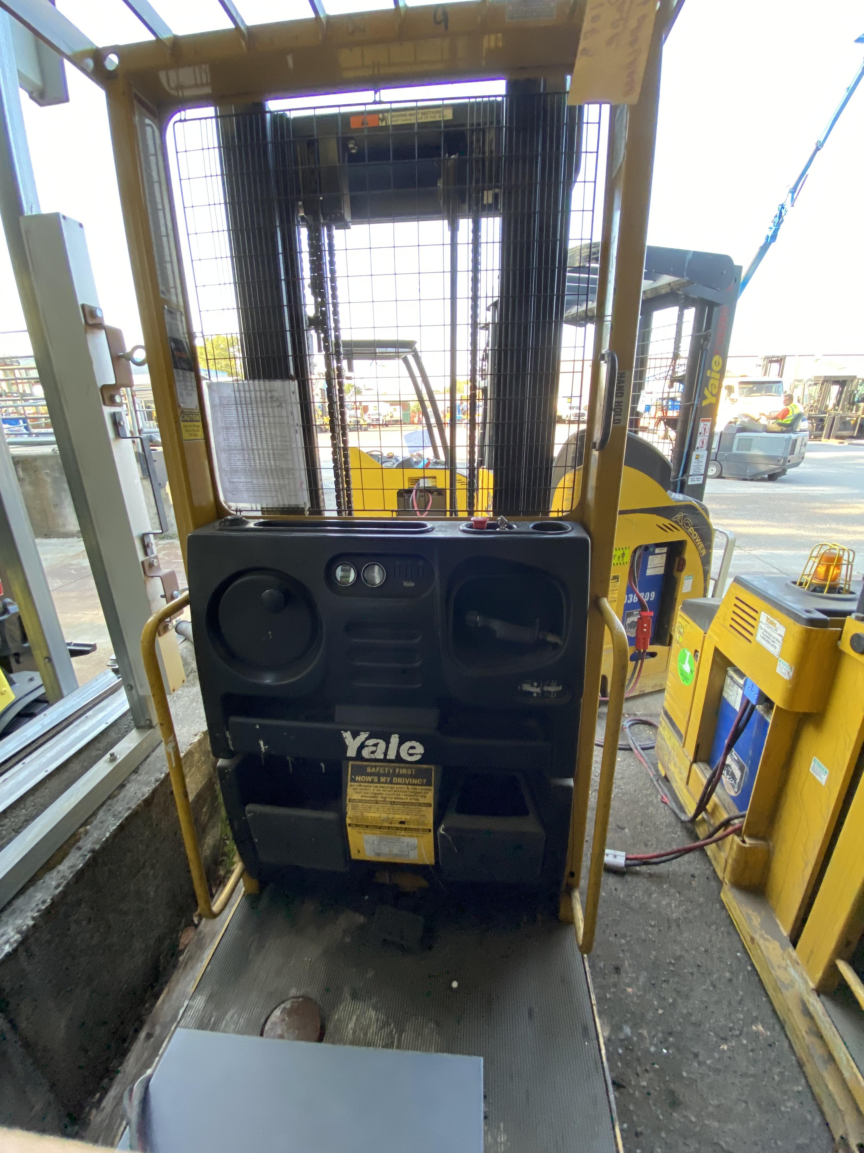 2011 Yale® OS030