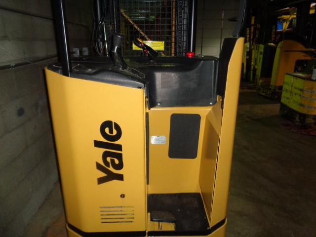 2005 Yale NR040